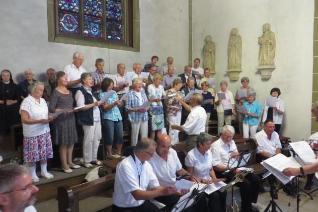 70. Glatzer Wallfahrt in Telgte 2016: Der Grafschaft Glatzer Chor singt im Festgottesdienst.